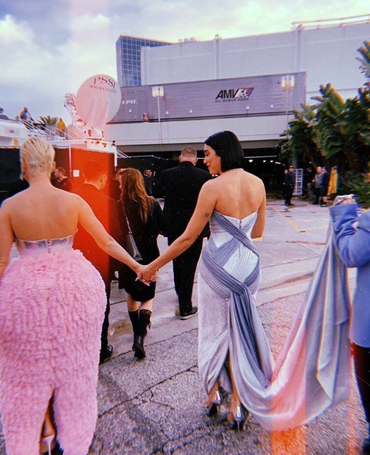 2 Queens 👑@katyperry & @DUALIPA 💕 We want a collab! #KatyPerry #DuaLipa #Queens #365AllTheTime #dress #music #katycats #rt #girls #GRAMMYs