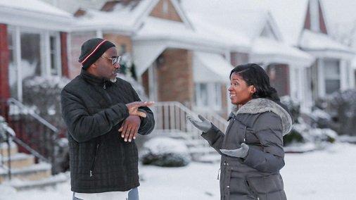 Conheça Heather Dowdy, jovem negra do lado sul de Chicago e engenheira elétrica que agora lidera o programa #AIforAccessibility da Microsoft. Seu pai, que é surdo, a incentivou a buscar uma atividade desafiadora e ter empatia com pessoas com deficiências:  https://t.co/Jm6SRHrCSZ