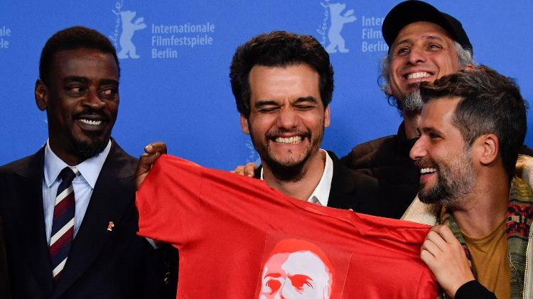 """Boulos anuncia lançamento do filme """"Marighella"""", de Wagner Moura, em ocupação do MTST https://t.co/Ghmg8dMF8K"""