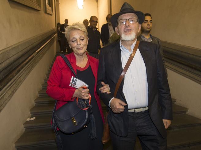 Cooperative fallite, il papà e la mamma di Matteo Renzi agli arresti domiciliari https://t.co/q62J24xhzo