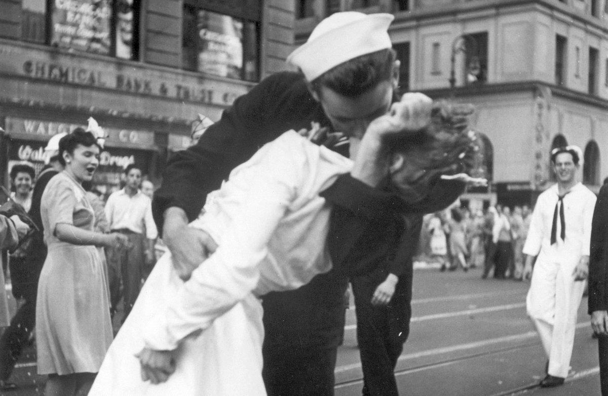 >@EstadaoInter Marinheiro da icônica foto do beijo em NY morre aos 95 anos https://t.co/rS6UjNL3NL