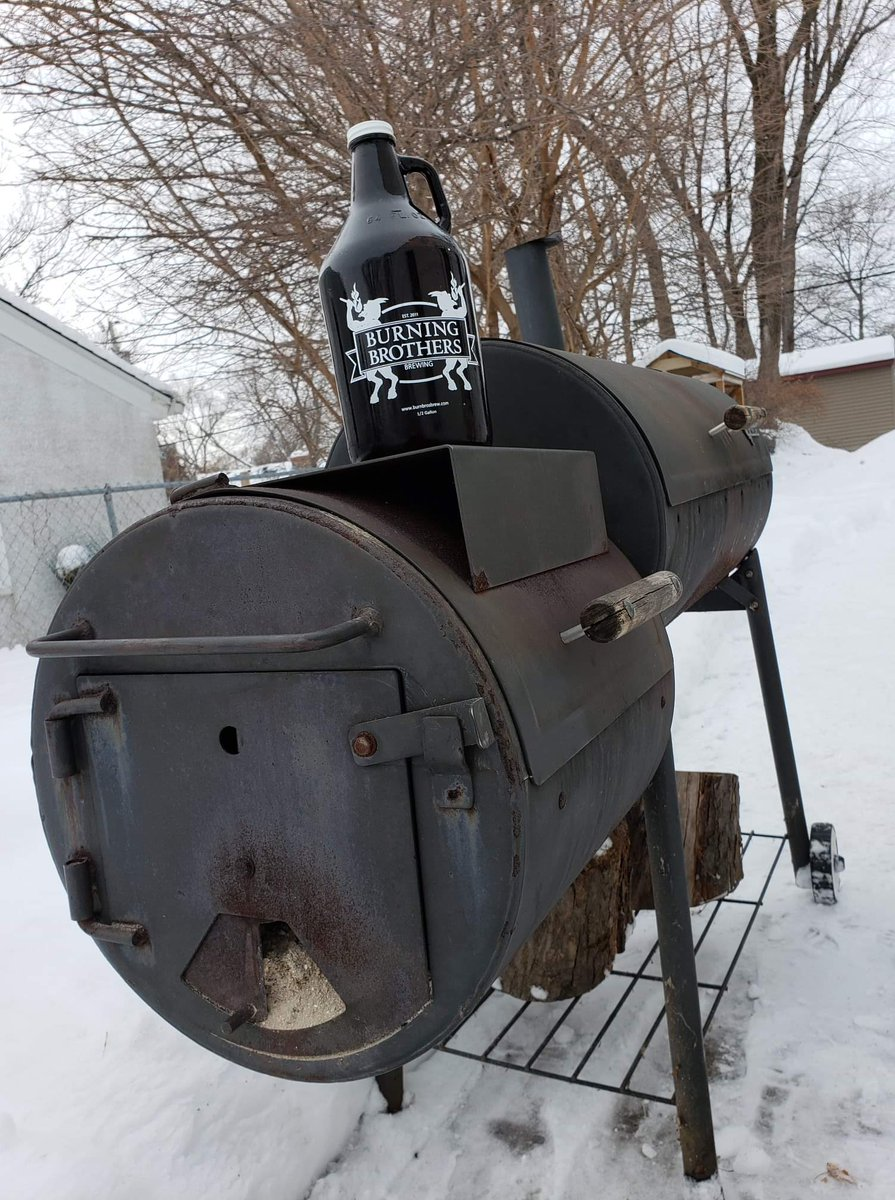 More snow is coming, but that's not gonna stop us from doing what Minnesotans do. For me, that means smoking meat and drinking Irish Red. For others, that means coming to the taproom to see what's on tap and hitting up the food trucks  #beer #mnbeer #localbeer #dontfearthebeer