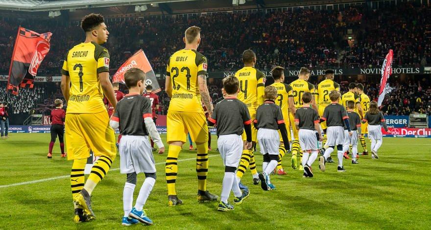 😕 0:0 – Borussia beißt sich am FCN-Bollwerk die Zähne aus.   📃 Zum Spielbericht: https://www.bvb.de/Spiele/Spielberichte/2018/Bundesliga/22-1.-FC-Nuernberg-Borussia-Dortmund/Spielbericht/0-0-Borussia-beisst-sich-am-FCN-Bollwerk-die-Zaehne-aus… #FCNBVB