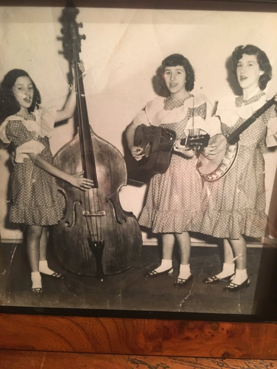Y'all, not sure I've ever posted this. My precious aunts at the @renfrovalley radio show in the early 50s?