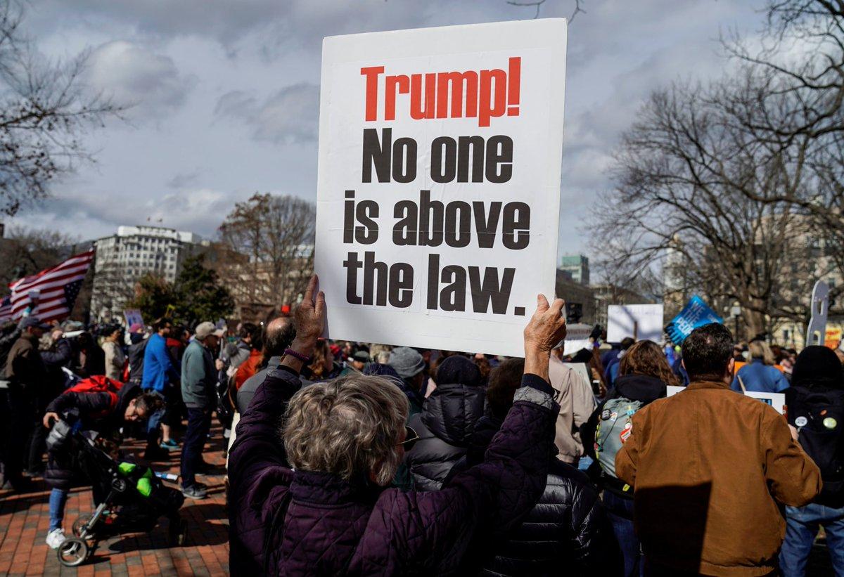 Presidents Day protests decry Trump's emergency declaration https://www.politicususa.com/2019/02/18/presidents-day-protests-decry-trumps-emergency-declaration.html… #USRC