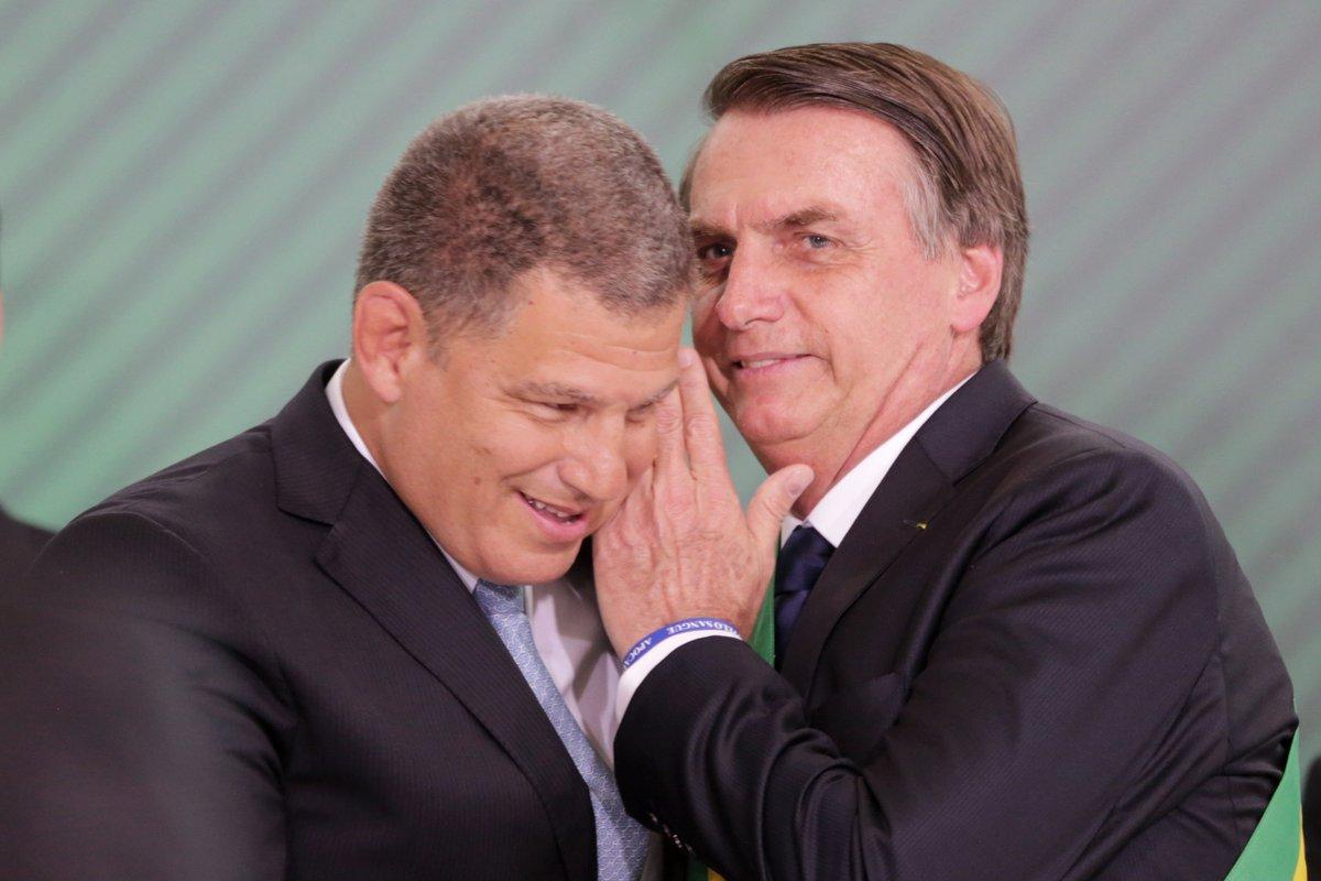 Depois de vários dias de crise, Bebianno é demitido, e caso dos laranjas do PSL leva à primeira queda de ministro do governo Bolsonaro. Esquema de candidaturas que derrubou Bebianno foi revelado pela Folha  https://t.co/2QnLYHQH2R   📷: Fátima Meira/Folhapress
