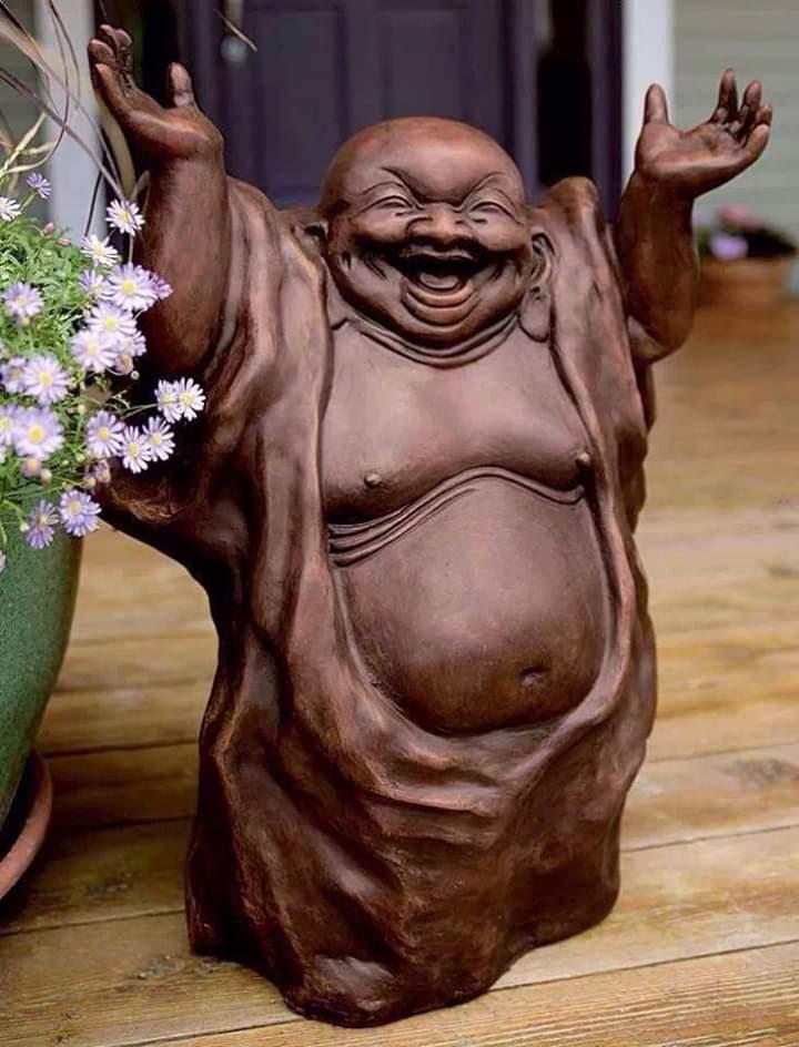 Dizem os Japoneses que todas as vezes que compartilhamos este Buda Sorridente recebemos dinheiro ou uma notícia muito boa.