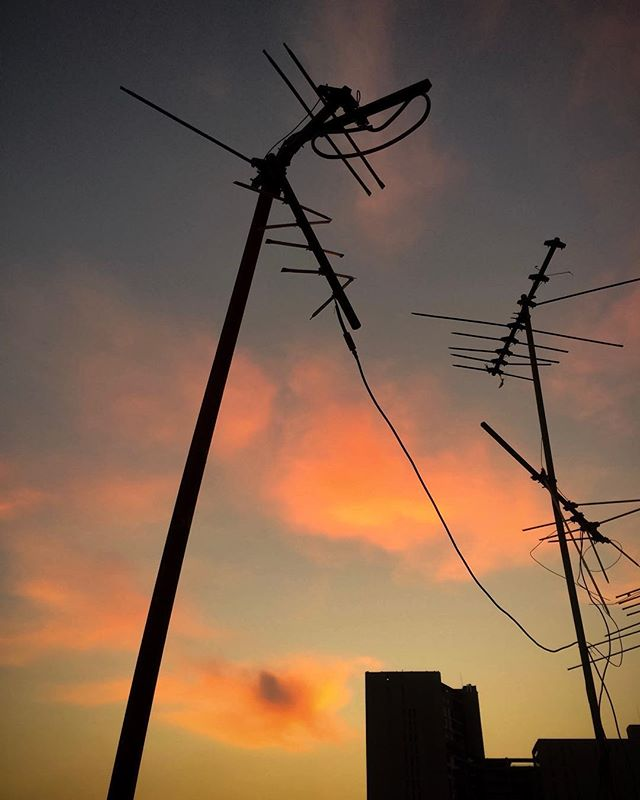 Ones and zeroes, count to infinity, ones and zeroes... . . . #photography #silhouette #sky #sunset #clouds #colours #shadows #antenna #signals #fotografia #silueta #cielo #atardecer #nubes #colores #sombras #antena #señal #lyrics #morph #twentyonepilots