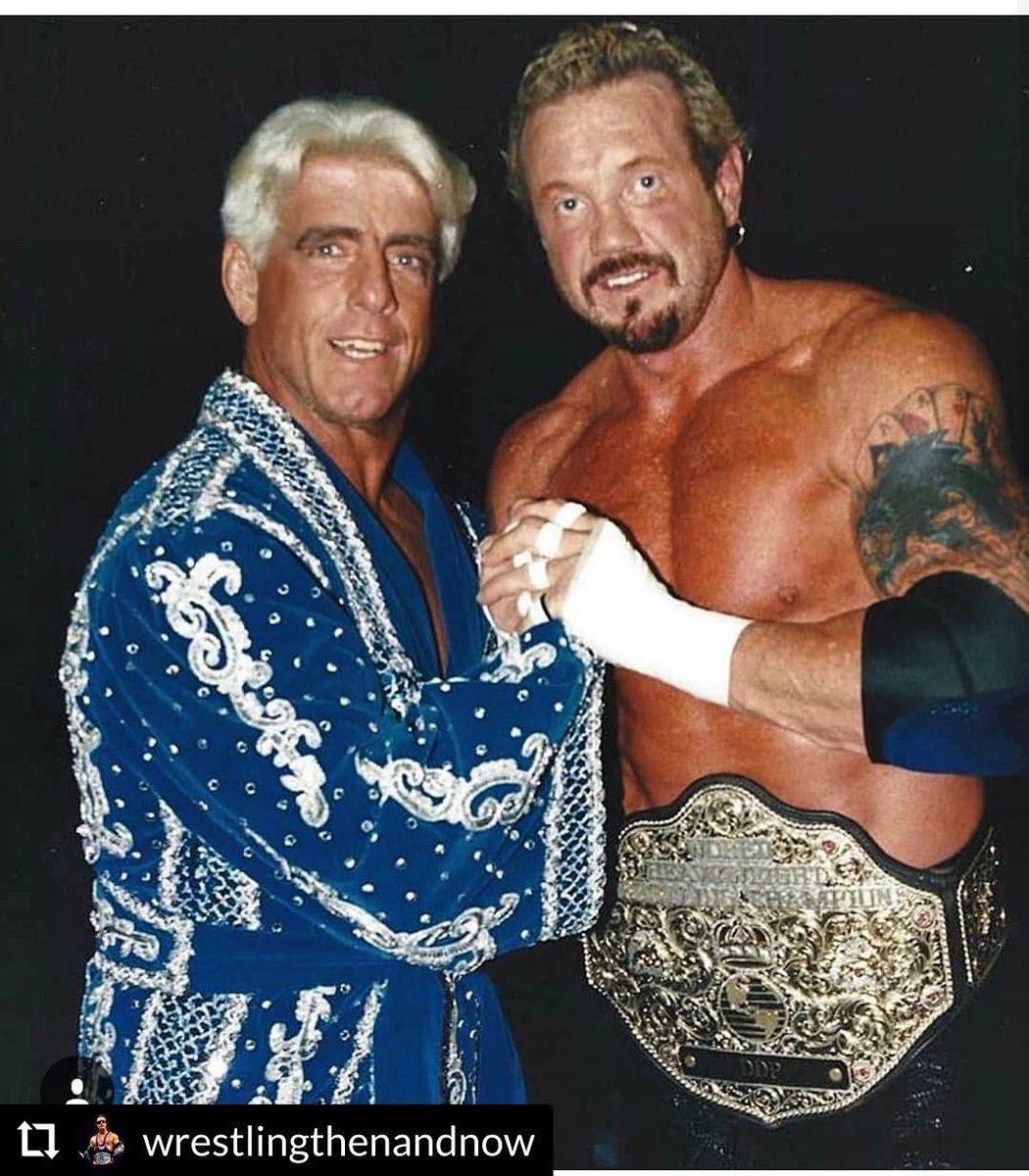 With my boy @RicFlairNatrBoy 💥 WOOO! It's a new week monkeys so it's time to kick some ass, you got this! New week, new you. Consistency over time DELIVERS and by working towards the goals you have set for yourself you will see results.  Be #positivelyunstoppable and #ownIT DDP