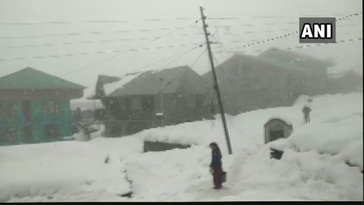 #Visuals of fresh snowfall from Tehri in #Uttarakhand