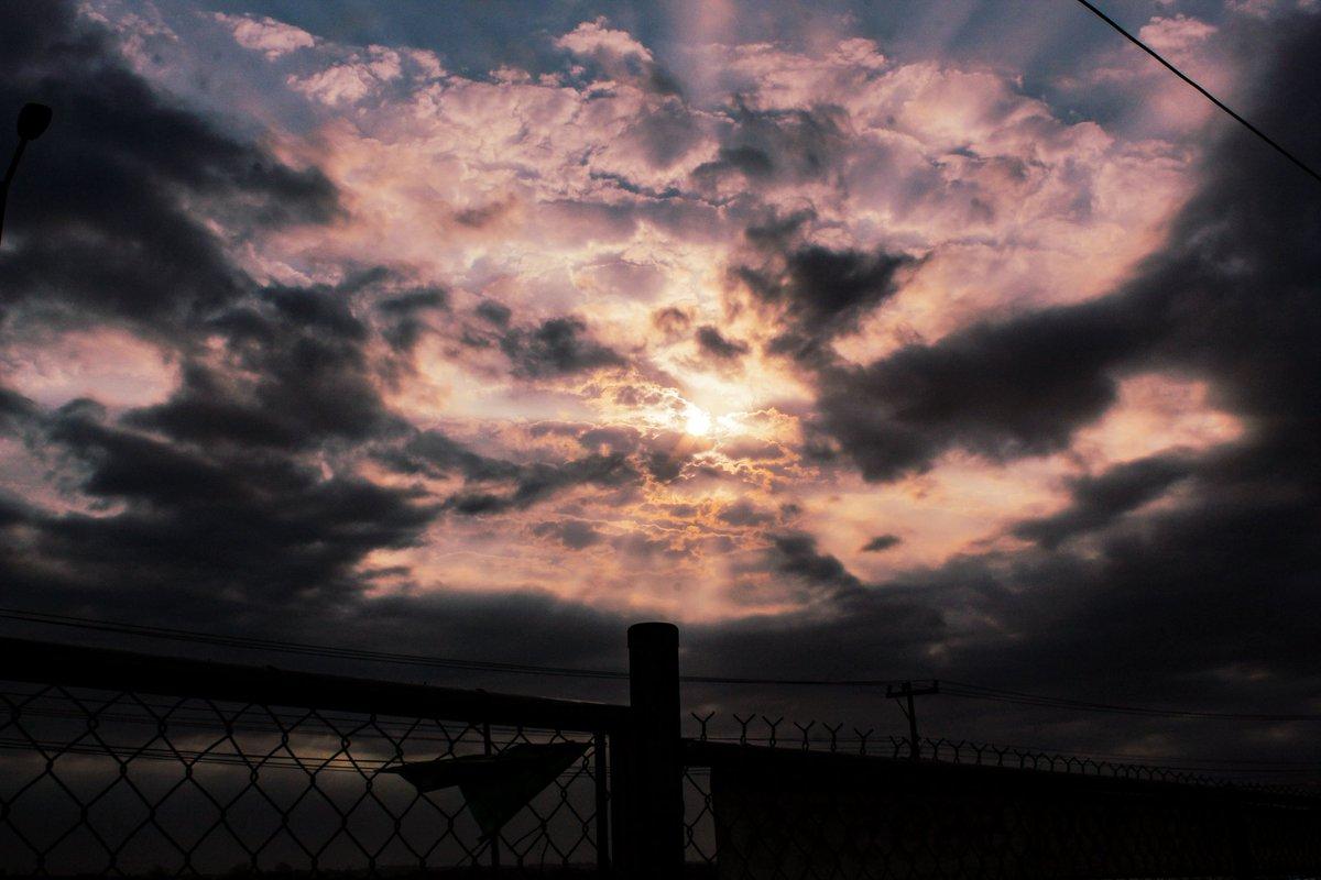 """""""El cielo es un hermoso lienzo donde la madre naturaleza pinta magníficas obras""""  #myphoto #veracruz #beautiful #cielo #sky #clouds #nubes #mexico #fotografia #fotografo #photographer #photography #landscape #paisaje #existencia #life #artphotography #phrase #mifrase #frases"""