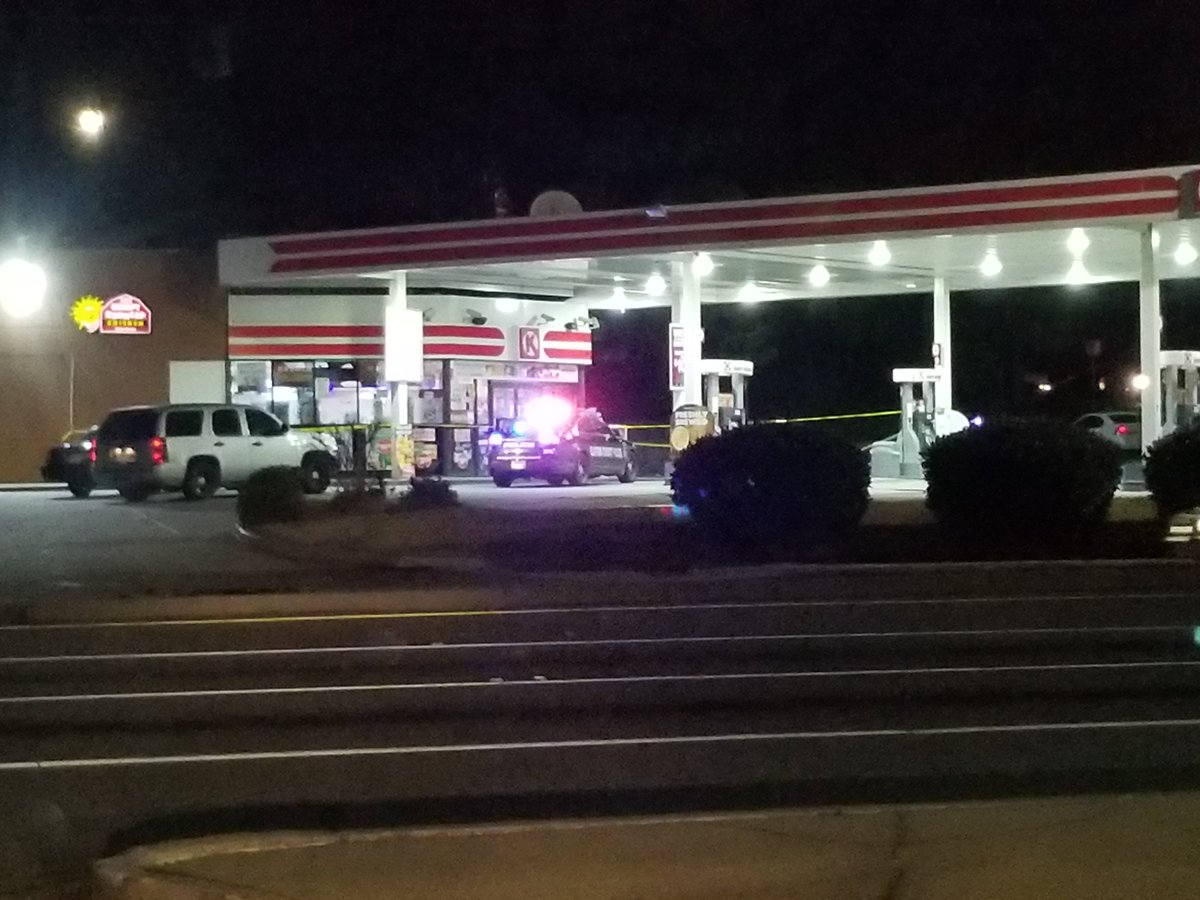 #BREAKING @ClaytonCountyPDis investigating a shooting at a local Circle K in the Riverdale area. Officers are gathering up information about the suspected shooter and the motive. The victim is expected to survive, according to police.  #fox5atl