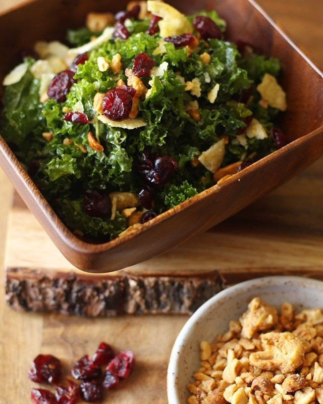 K A L E  S A L A D.  Fresh Kale tossed in house made Maui Onion dressing & topped with dried cranberries, maui potato chips, & crushed kim chee peanuts.��GLUTEN FREE�VEGETARIAN��#glutenfree #vegetarian #glutenfreemaui #vegetarianmaui #tinroofmaui # # http://bit.ly/2IlxaJK