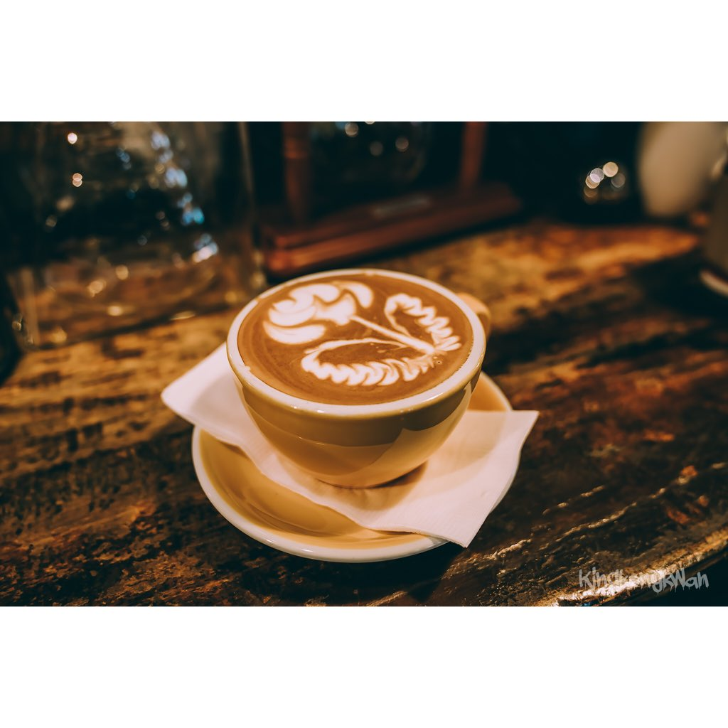 This place looks quiet &amp; unassuming from outside, except for lovely coffee aroma... but when you step inside, it&#39;s a busy coffee lovers world with all types of coffee. The coffee expertly prepared by the resident barista.  @reviewchiangrai @ReviewThailand_  #bechegucoffee<br>http://pic.twitter.com/gTqZJMuI6m