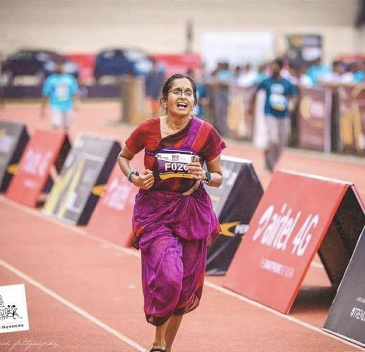 Jayanthi Sampath ran a 42km  marathon in a saree to promote handloom. Seen in #peterucotton only available at #mudramagik  We are honored😍 #shewearshandloom #inspiringwomen #makeinindia #makeyourstatement #wednesdaymotivation #sustainablefashion #marathonrunners #SupportLocal