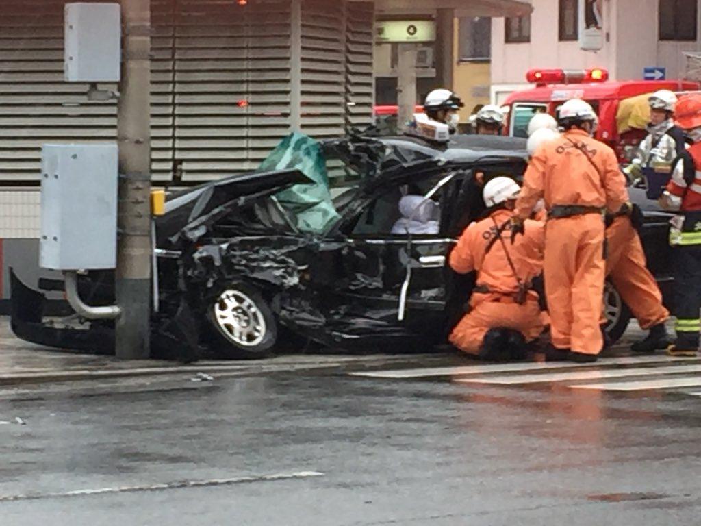 大阪市中央区松屋町筋でタクシーが大破した事故の現場画像