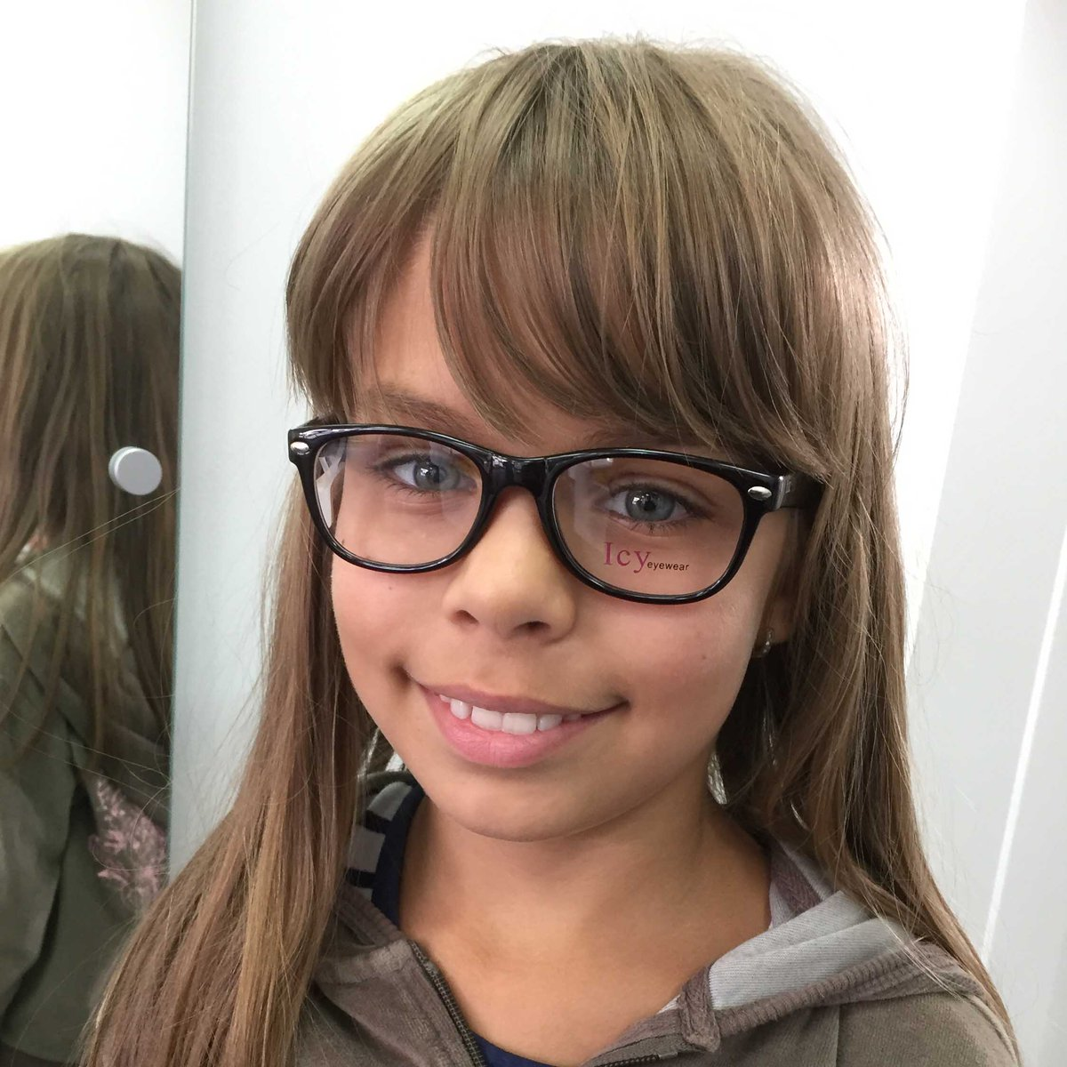 Treat your kid's eyes this half term. Did you know that 1 in 5 school aged children have an undiagnosed vision problem? Book today on 020 8759 9395 #halfterm #halftermideas #parenting #kids #childrenseyewear #childrensglasses #hounslow #heathrow #kidsglasses #kidshealth