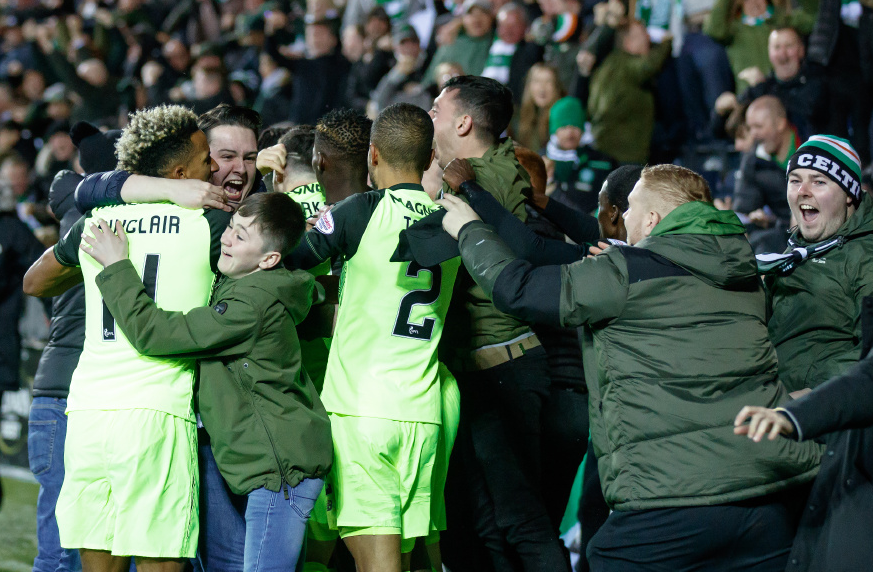 💬 'There is a real danger people at the front of the stand could be crushed, so I don't blame anyone for stepping five yards onto the track.'  ✍ Kris Boyd: I have no problem with fans jumping over the wall when a goal is scored like Scott Brown's winner  https://t.co/fzJHmfLHgr