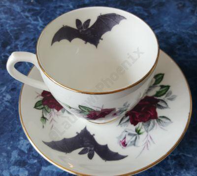 #FelizMartes con nuestra taza de té para leer Drácula :)