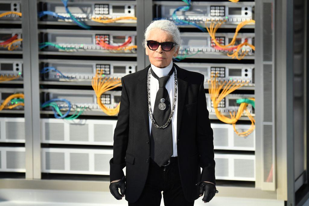 ファッションデザイナーのカール・ラガーフェルド氏が死去