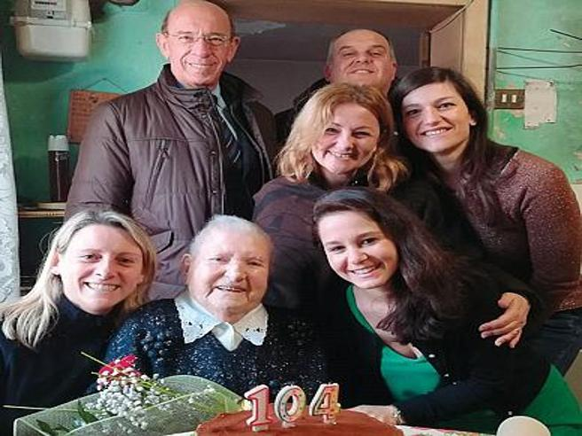 Il segreto di Cesira, 104 anni? «Pesce crudo e una birra al mattino» https://t.co/wXmqPifQoM