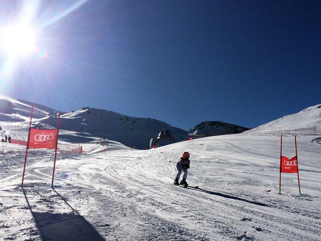 🎿 La VI edición de Descenso del Mar se celebrará este sábado en la estación andaluza de Sierra Nevada. Será la cuarta cita del circuito de esquí alpino U12/U10 Audi quattro Cup. 📸 @RFEDInv