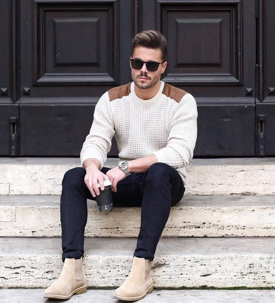 On aime la mode #homme vue par @menaboutfashion | Look hiver pour homme avec pull à grosses mailles à empiècement aux épaules et bottines Chelsea boots coloris sable. #streetstyle #fashion https://buff.ly/2DePkFb