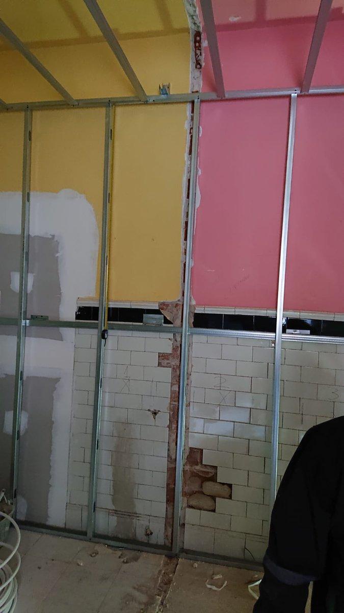El antes,... y el después del #EspacioMiapetra en @CasaDecor 😉  Precioso diseño ideado por #BlancaHevia 👏  #CasaDecor2019 #lamemoriadelaguacd2019 #Miapetra #Kubik #baño #decoracion #lavabo #interiordesign #bath #basin #sink