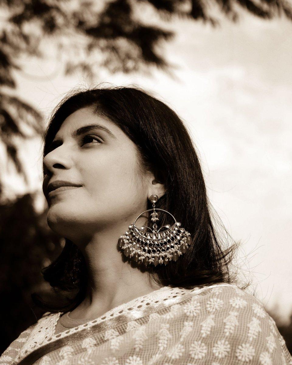 तू किसी रेल सी गुज़रती है ..... #tukisirailsiguzartihai #fashionblog #delhi #fashion #mood #delhiblog #fashionblogger #Fashionista #moodoftheday #moodygrams #mood