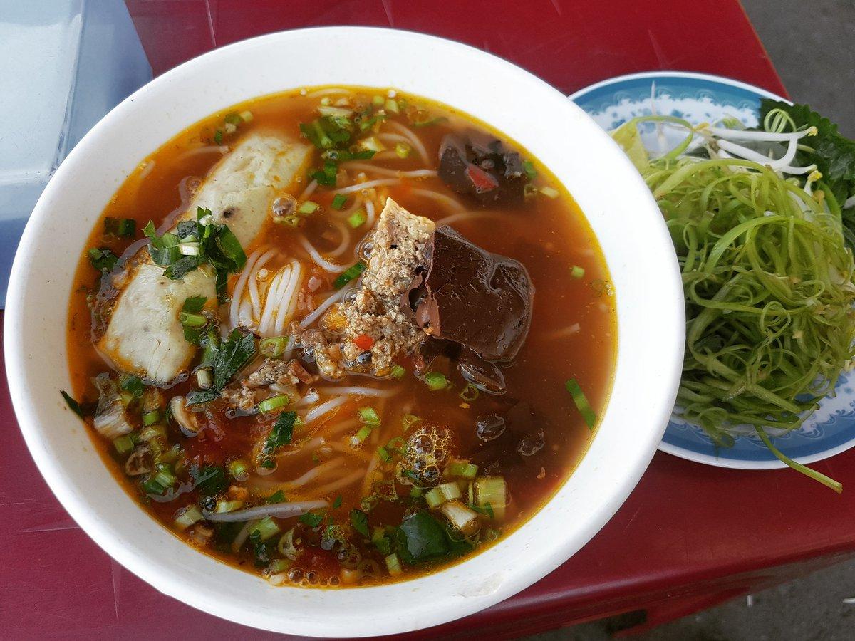 Bún riêu - Vietnamese crab rice noodles #bunrieu #búnriêu #crabricenoodles #streetfood #cheapfood #spicy #eatwell #tastegood #eatfamous #food #foodporn #foodie #tasty #delicious #yummy #saigonfood #vietnamesefood #vietnam #vietnam🇻🇳