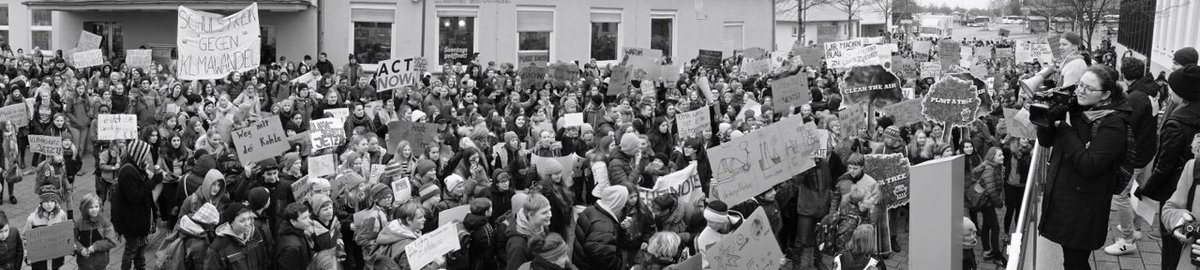 #ParentsForFuture they will hear you, you are not alone. #Ravensburg #fff 01.02.2019  1800 students were loud <br>http://pic.twitter.com/mfYDB10OtG