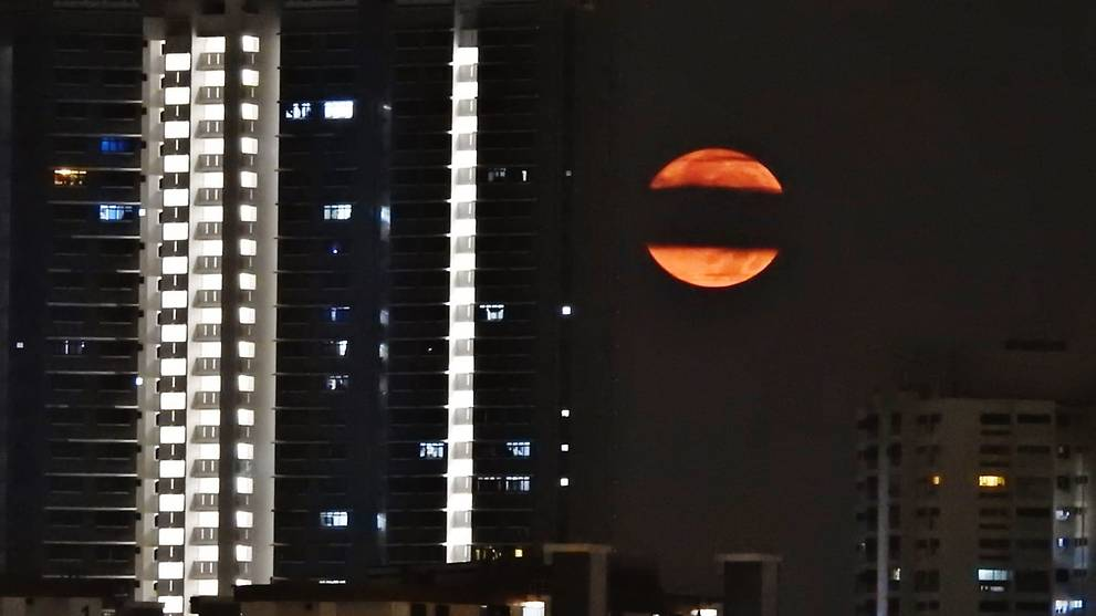 Biggest supermoon of 2019 lights up Singapore sky https://cna.asia/2Eiwpx5