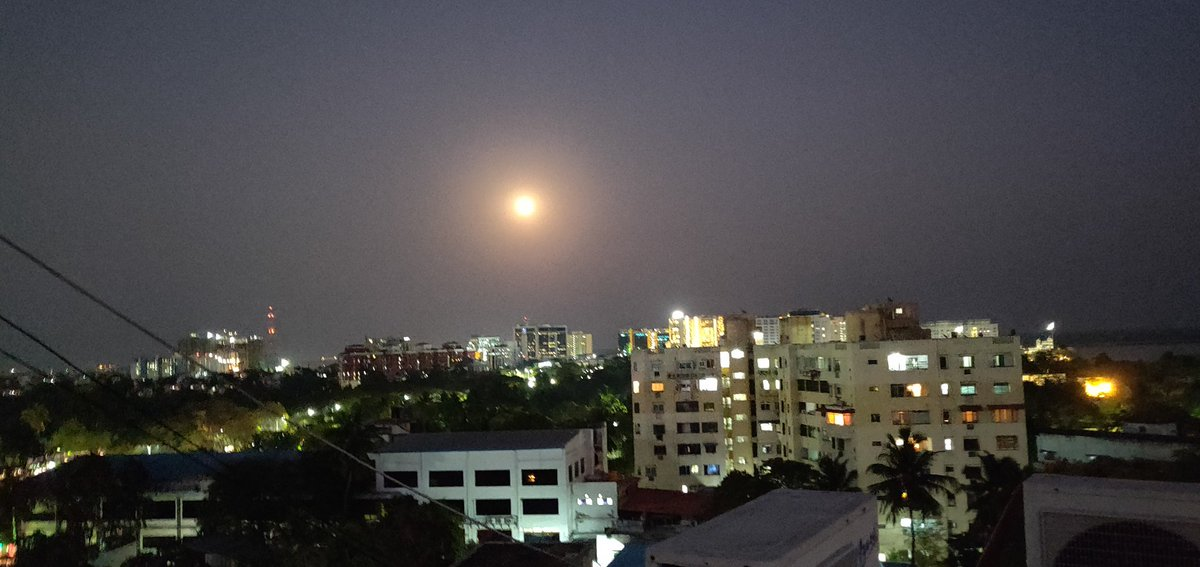 The #moon looks just too beautiful today.. Glittering in the #Chennai skyline 👌👌 #home