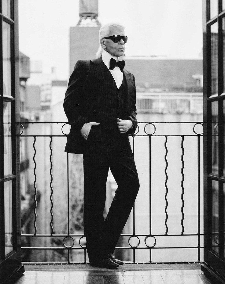 «Что мне нравится в фотографии, так это то, что в ней пойман момент, который ушел навсегда, который невозможно воспроизвести». Карл Лагерфельд (1933-2019), немецкий модельер, фотограф.