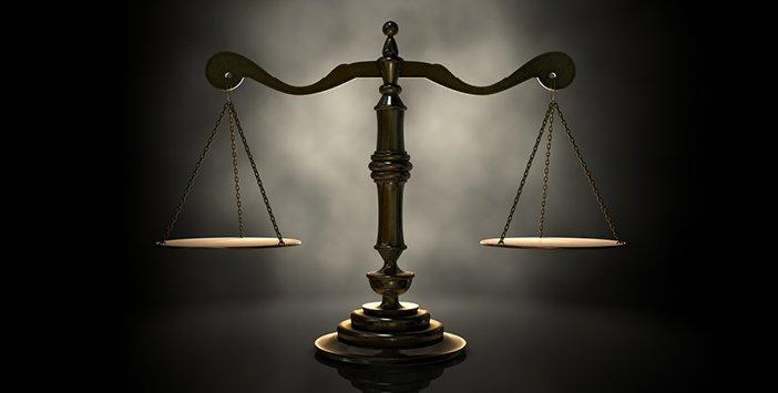 Kim bir kimseye bir iş verir de halkın içinde o kimseden daha layık birisi bulunursa, işi verme durumunda olan kimse Allah'a, onun Rasul'üne ve bütün mü'minlere hainlik etmiştir.  Hz. Muhammed (SAV)