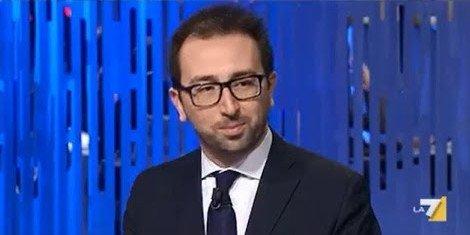.@AlfonsoBonafede @alesallusti e @GianricoCarof saranno gli ospiti della puntata di @OttoemezzoTW di questa sera. #La7 #ottoemezzo