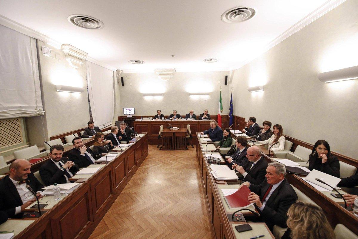Caso nave #Diciotti.  La giunta per le Immunità del Senato respinge l'autorizzazione a procedere per il ministro #Salvini con 16 no e 6 sì →  https://t.co/HsAHD1eO3z
