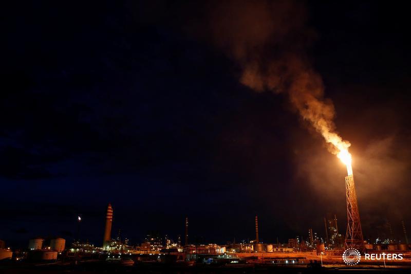 Refinería de #Aruba pone en pausa proyecto de remodelación por sanciones #EEUU contra #Venezuela https://lta.reuters.com/articulo/idLTAKCN1Q71MR…