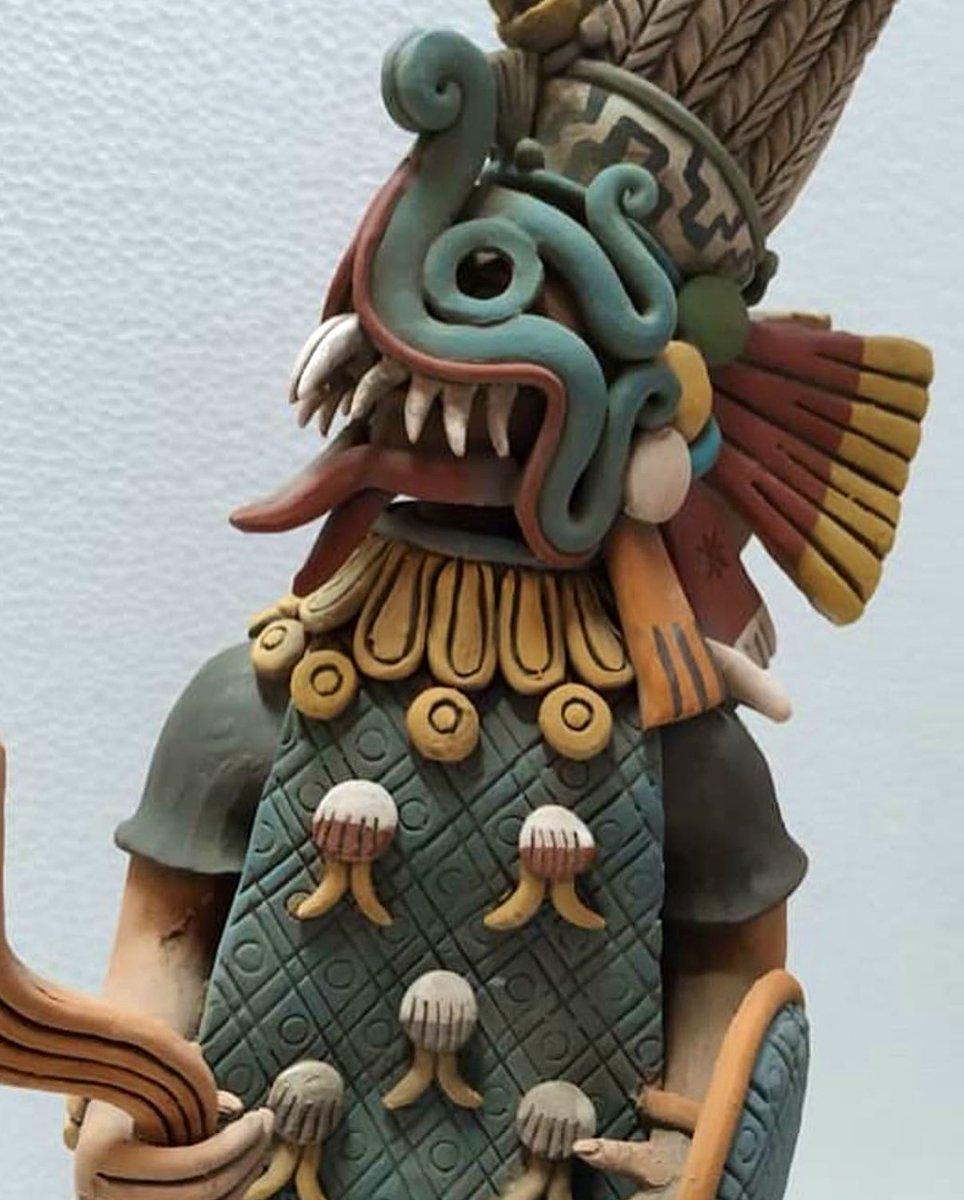 Reconstrucción de una imagen de Tlaloc proveniente del códice Ixtlixochitl. En realidad es un sacerdote mexica con los atributos de la deidad. Lleva un chimalli y el rayo. Viste un xicolli y una hermosa máscara que representa a una serpiente color azul. Artista desconocido