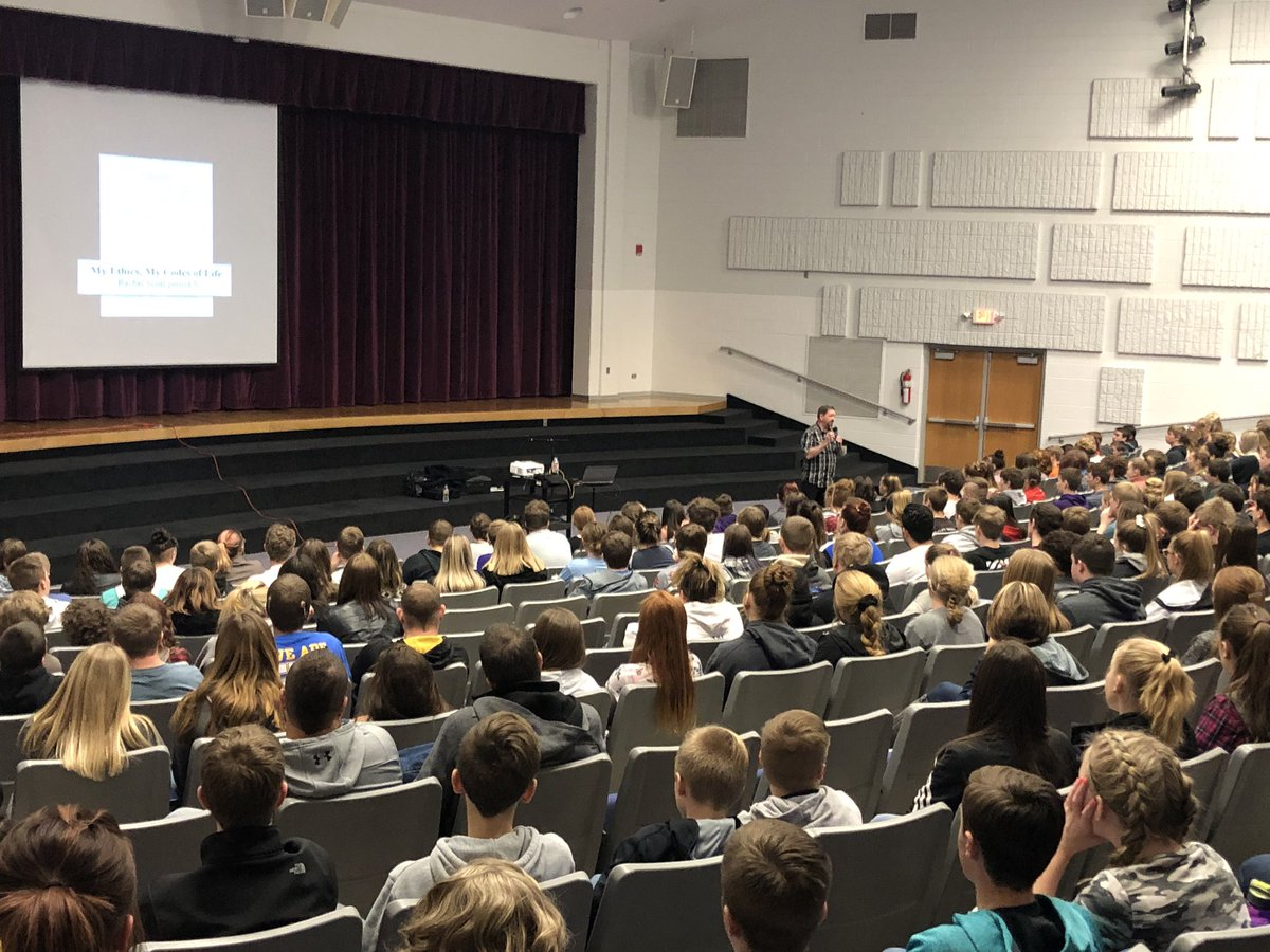Rachel Scott's uncle, Larry Scott visits with Mountain View Middle and High School students about her Code of Life. Thank you @RachelsChalleng #MVHSBuffs #RachelsChallenge and Larry Scott <br>http://pic.twitter.com/S0rZ3HSlBN