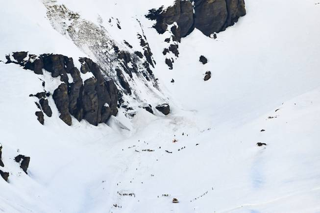 Swiss rescue teams pull several people out after avalanche https://t.co/eIKsVht8Oz