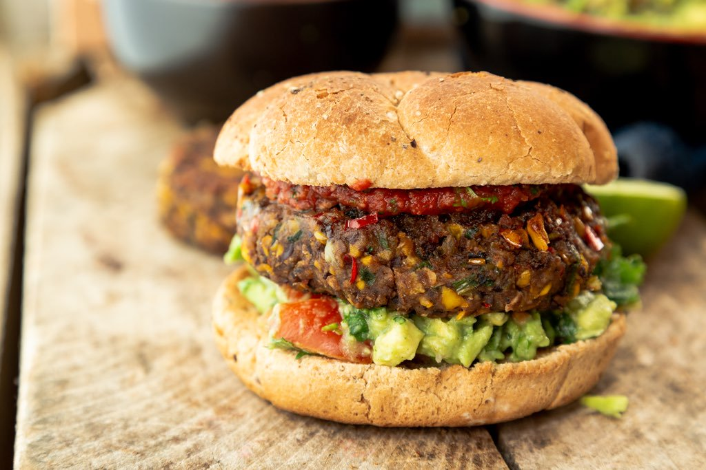 This week for #Feburguary we have a vegan Burrito Burger 👍🌱🍔 For that extra punch have with some delicious salsa and guac! Click vid for recipe - https://t.co/jCH5jytYia #vegan #vurgers #healthyrecipe  #healthydinner