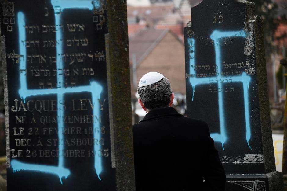 Vu d'Espagne. La France marque sa consternation face à l'antisémitisme https://www.courrierinternational.com/article/vu-despagne-la-france-marque-sa-consternation-face-lantisemitisme?utm_medium=Social&utm_source=Twitter&Echobox=1550599719…