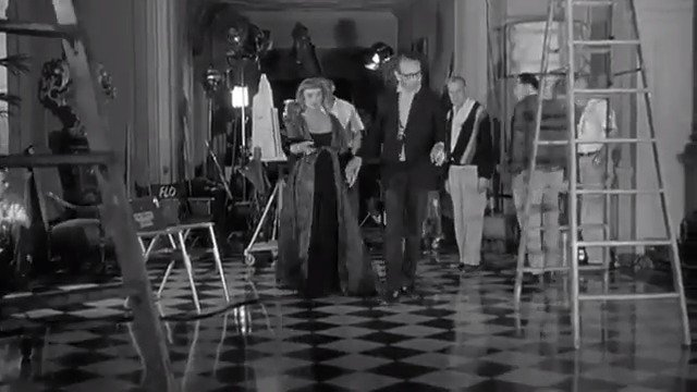 Go behind-the-scenes of DEAD RINGER with #BetteDavis and director Paul Henreid. The #film premiered on this day in 1964. pic.twitter.com/bC662oNLP0
