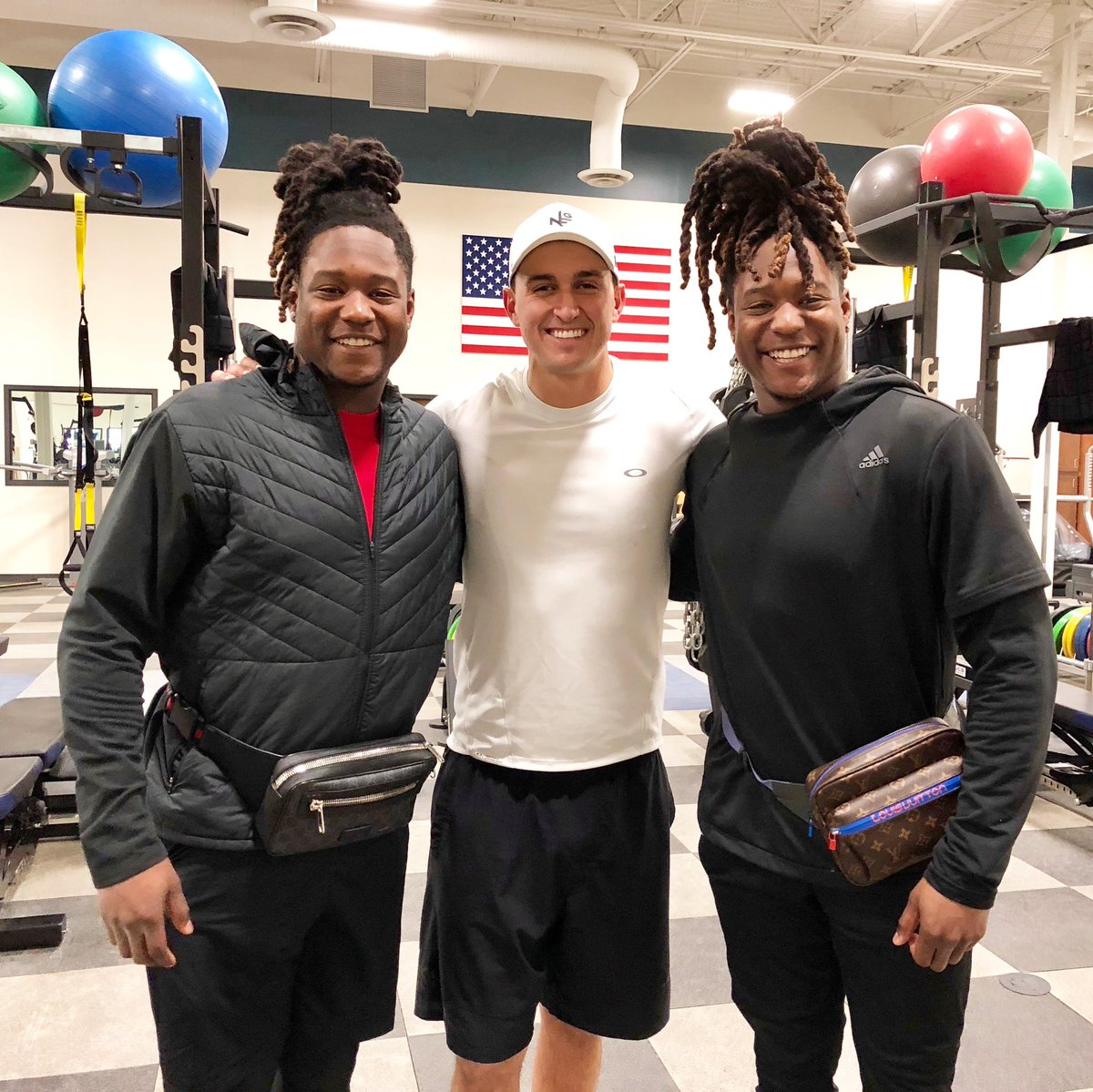 Today I met 2 amazing guys, that as brothers have inspired the world, and 1 has overcome immense odds to make it to the top of their sport! @Shaquemgriffin & @ShaquillG it's an honor to meet you both, enjoy your week @definingsports, they're the best of the best!