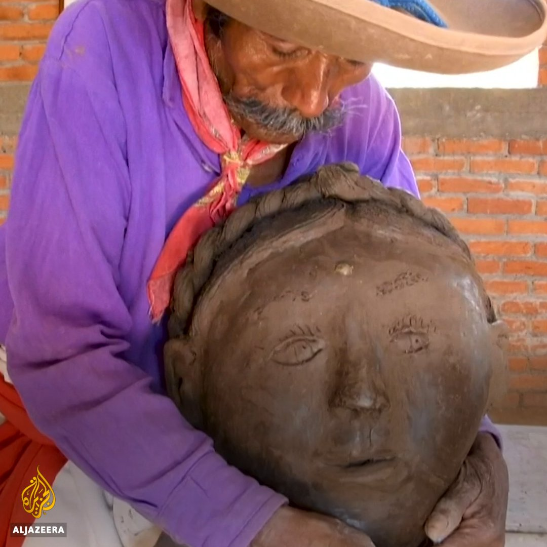 This Mexican sculptor has inspired many by continuing to create beautiful ceramics after losing his sight.
