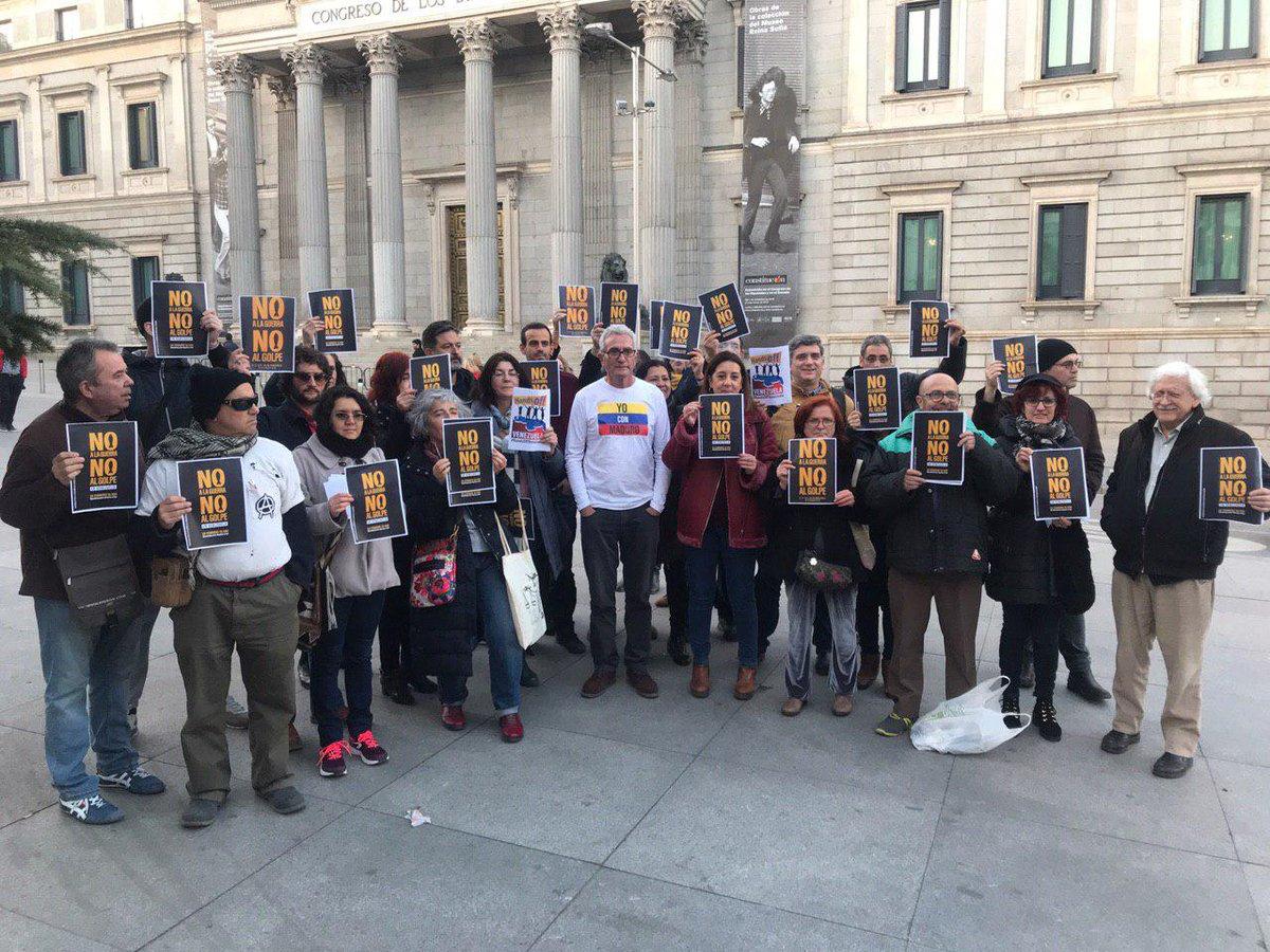 Maduro: Si algo me pasa, ¡retomen el poder y hagan una revolución más radical! - Página 8 DzypOSHXgAAQlfg