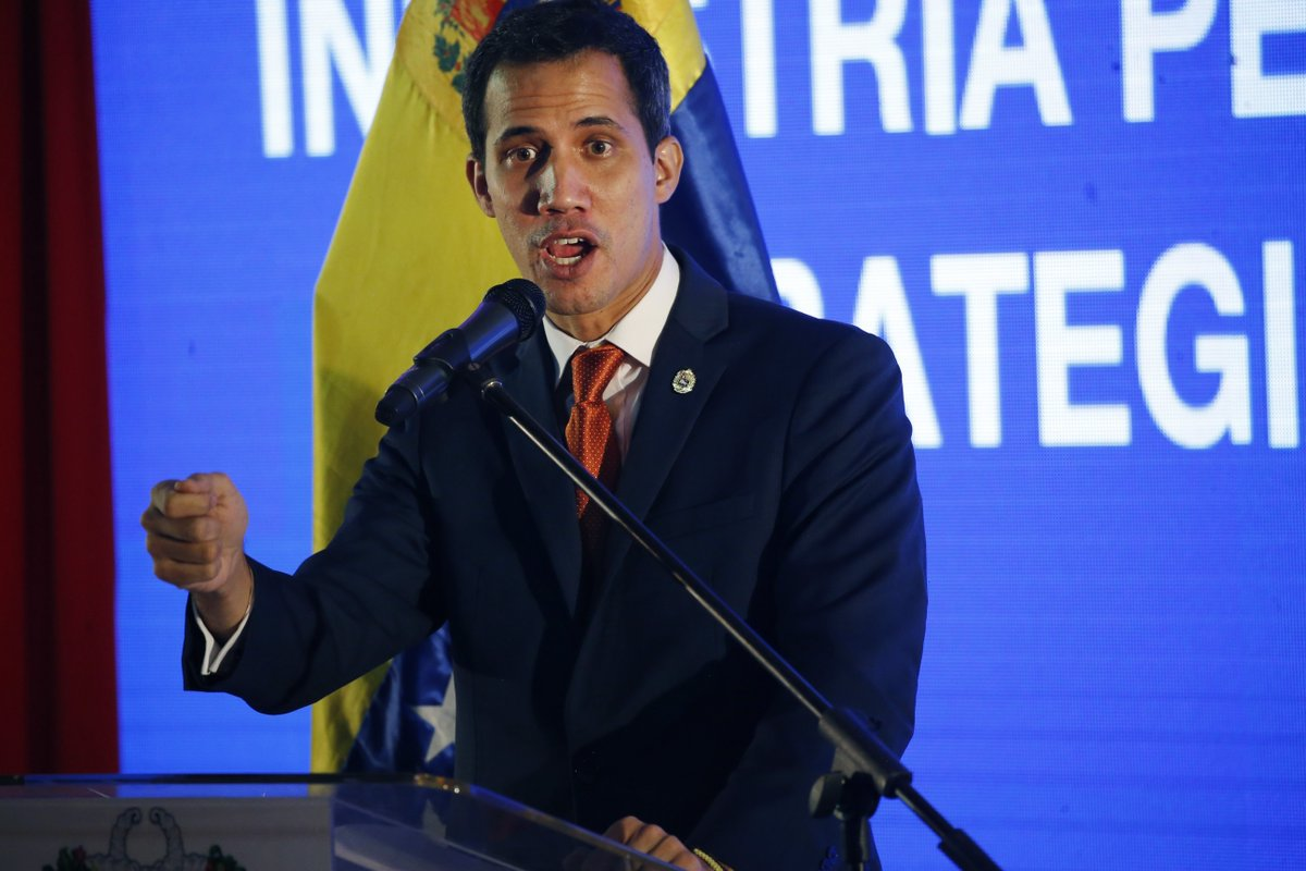 """#JuanGuaidó a #NicolasMaduro: los que tienen que levantar el teléfono y llamar a una isla para tomar decisiones son otros"""" https://t.co/d3XcFfdiEa #Venezuela #Cuba #CrisisEnVenezuela  #AyudaHumanitariaVenezuela"""