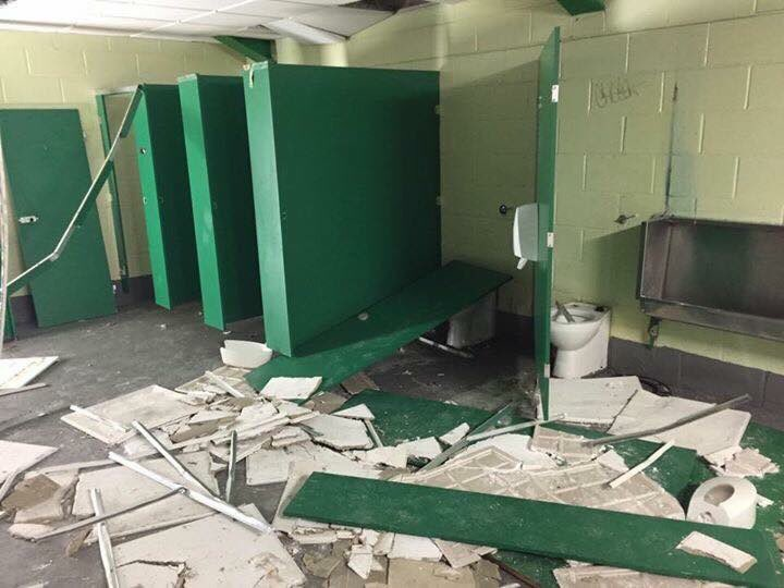 Fair enough a few fans did a stupid thing but the huns are on their high horse, look what they did fuck sake, every stadium ends up with a few seats off, RETWEET THIS   #CelticFC #COYBIG <br>http://pic.twitter.com/SCdJgQJrEc