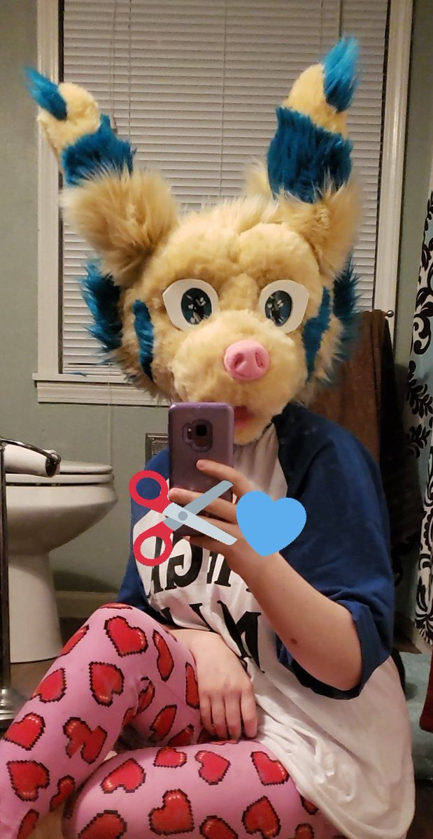 Updates: all glued! Still got more to do, so back to the grind  #wip #fursuit #fursuitmaker <br>http://pic.twitter.com/pur9c5Pi3m